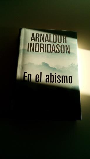 Cubierta de En el abismo, de Arnaldur Indridason